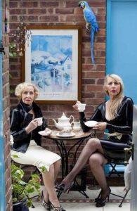 Gloria dan Jane Whitlock